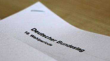 """Papier mit Aufschrift """"Deutscher Bundestag"""""""